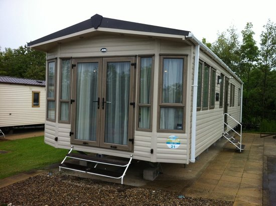 Primrose Valley Holiday Park - Haven: Outside view of Lakehill 21