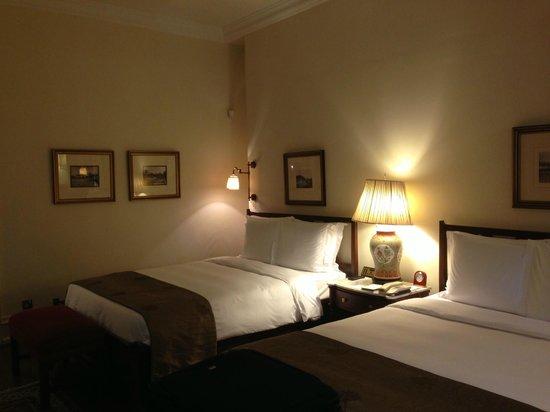 Raffles Hotel Singapore: コートヤードスイートのベッドルーム。
