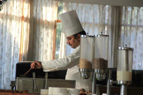 Club Mahindra Dharamshala : Dining Area