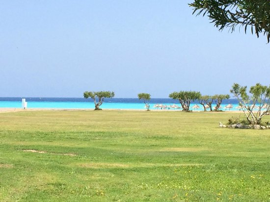 Atrium Palace Thalasso Spa Resort & Villas : Srand en zee