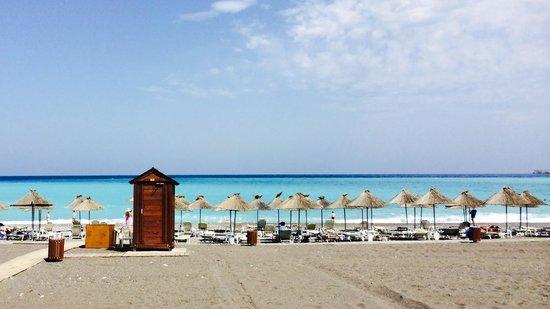 Atrium Palace Thalasso Spa Resort & Villas : strand en zee