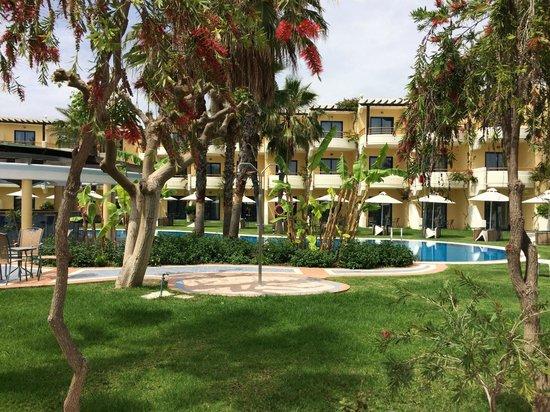 Atrium Palace Thalasso Spa Resort & Villas : gedeelte van hotel