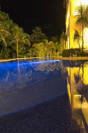 Secrets Maroma Beach Riviera Cancun: swimout pool at night