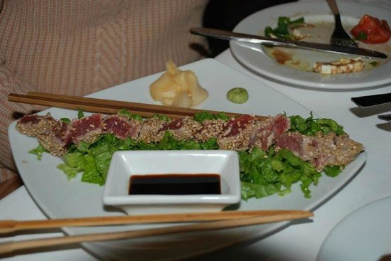 Nireas: Pan seared tuna with sesame seeds, soy sauce, wasabi and ginger