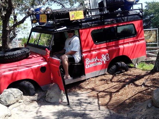 Jardines Busch: Having Fun In the Jeep