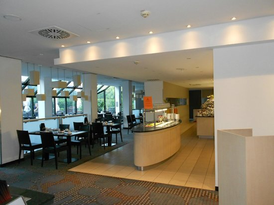 Mercure Hotel Köln West: завтрак