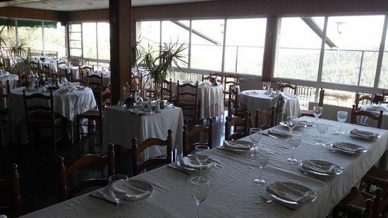Restaurante Mirador: Vista desdel interior, mucho espacio