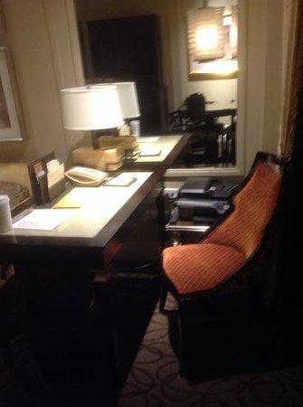 The Palazzo Resort Hotel Casino: desk in suite