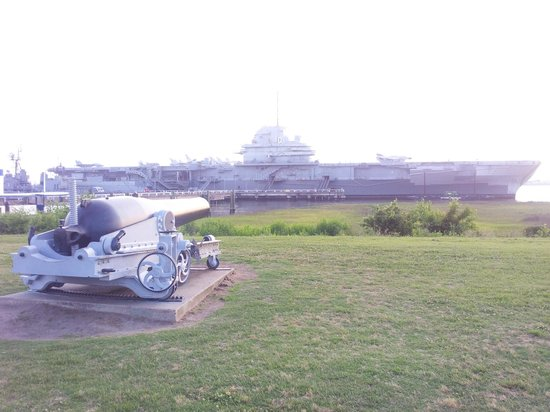 Yorktown Ghost Tours: view from outside