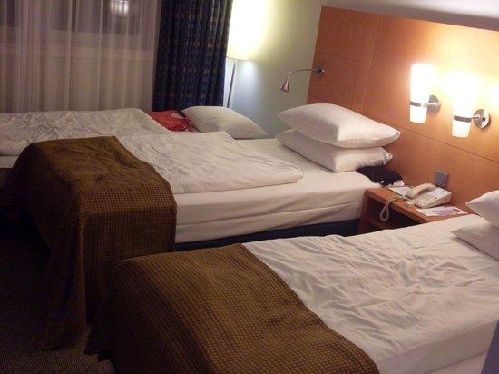 Holiday Inn Munich - City Centre : dormitorio triple