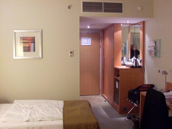 Holiday Inn Munich - City Centre: dormitorio triple