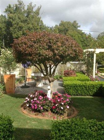 Beccles on Margaret B&B: Porch garden