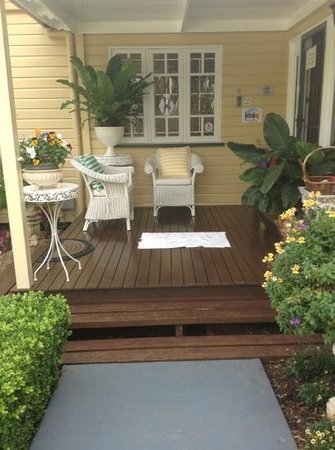 Beccles on Margaret B&B: Front Porch