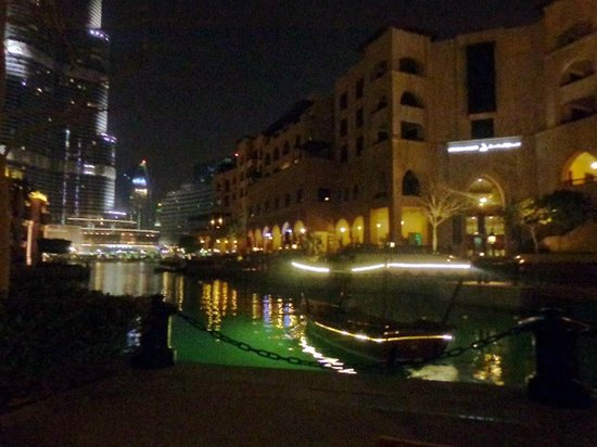 Asado: Scenic View of Dubai Water Fountains