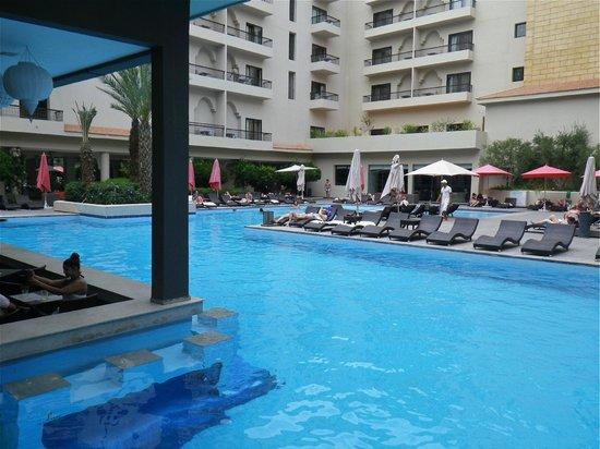 Opera Plaza Hotel: Pool Area