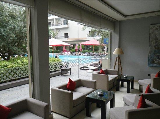 Opera Plaza Hotel: Hotel Lounge area