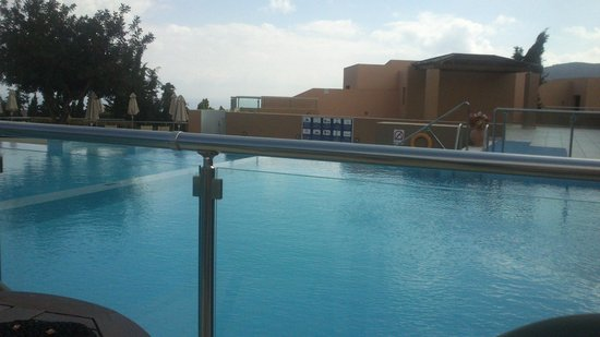 Village Heights Golf Resort : pool 1