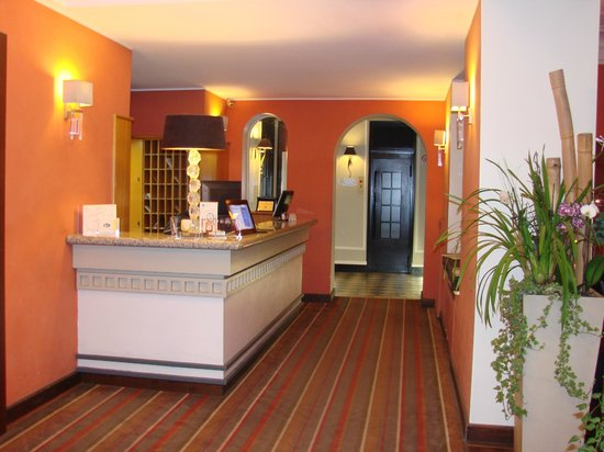 Best Western Hotel Piemontese : welcoming reception