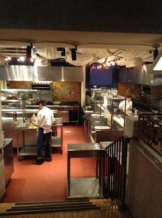 GEORGE Restaurant: cuisine ouverte sur la salle
