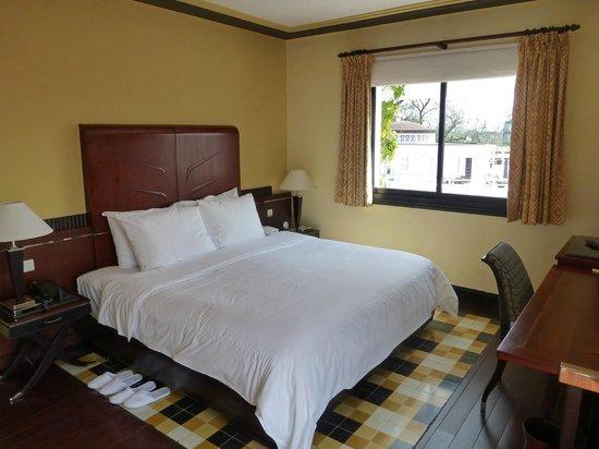 La Residence Hue Hotel & Spa: Colonial Suite, Room 301, Bedroom