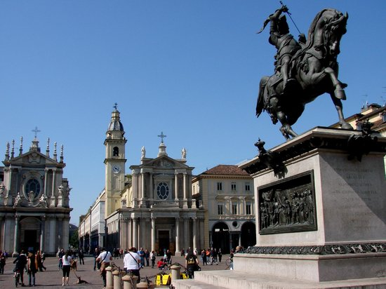 Mokita: the Piazza on a sunday morning.