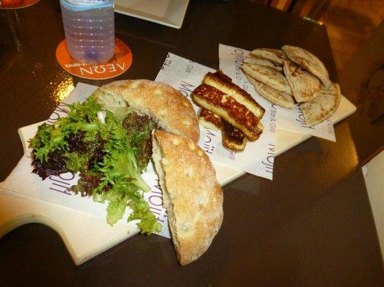 Mojito Bar & Grill: Halloumi and breads