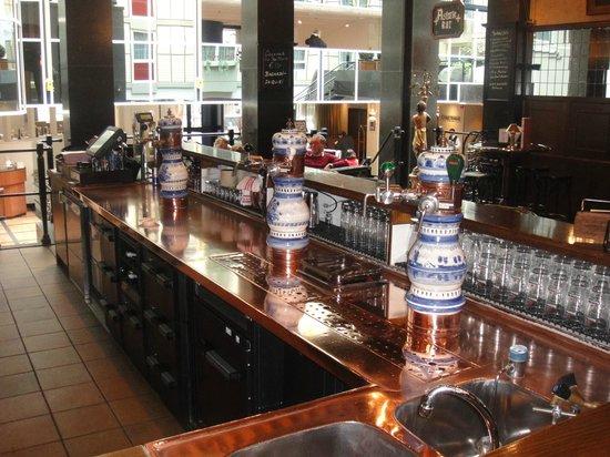 Radisson Blu Hotel, Amsterdam: Typische holländische Bar