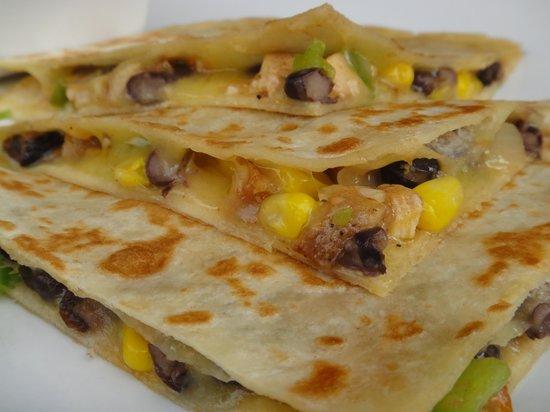 Belmiro's Pizza & Subs : SPECIAL- Chix,Blackbean,Corn Quesadilla
