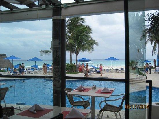 The Reef Playacar: dining