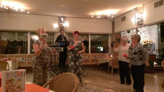 Hotel Villa Mulino: ANDREA AND DENISE WITH WAKEFIELD SISTERS