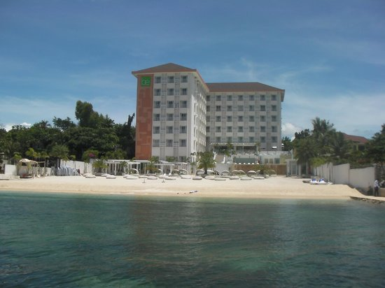 BE Resort, Mactan: Be resorts from the beach