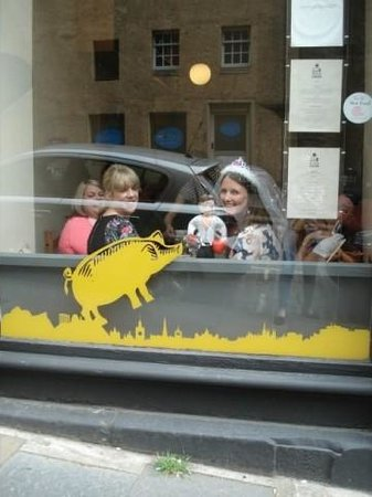 Edinburgh Larder Cafe: Attracting too much attention!