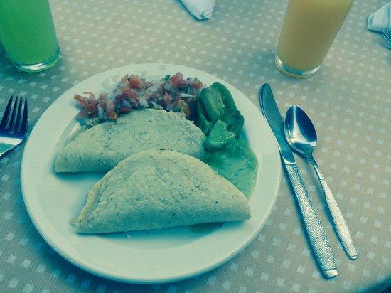 Canto Del Sol Plaza Vallarta: Quesadillas for breakfast!
