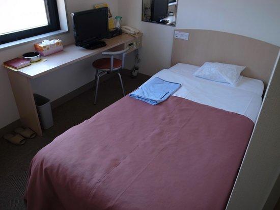 Business Hotel Yoshizumi Shinkan : ちょっと狭い部屋でした