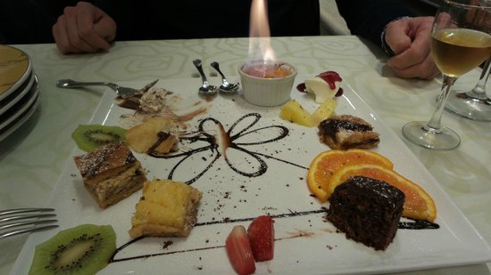 Al Turcotto: foto del dessert...con lo zibibbo accanto..BBuonissimo !