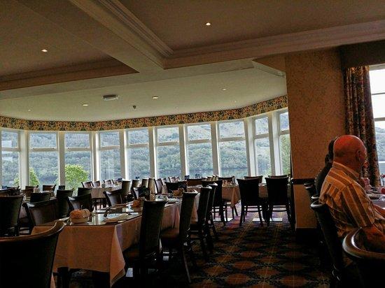 Ardgartan Hotel: Dining room overlooking loch