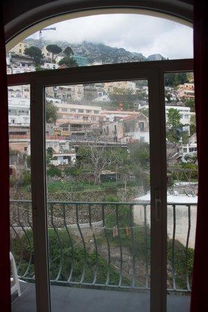 Venus Inn B&B Positano: la porte fenêtre de la chambre
