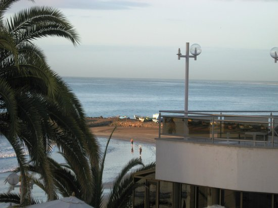 Dunas Don Gregory: Sun terrace above the restaurant and view of beach.