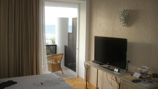 Grecotel Creta Palace Hotel: Zimmer, Balkon mangelhaft abgetrennt: Belästigungen....