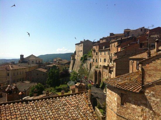 La Locanda di San Francesco: View from all the rooms on Valdichiana and Montepulciano rooftops