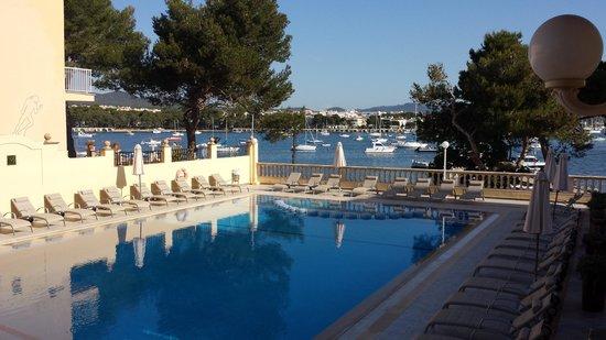 OLA Hotel El Vistamar : la piscine sur le port