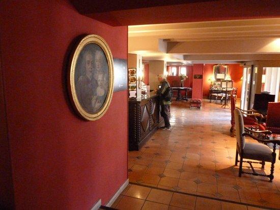 Best Western Hotel Le Donjon : Front desk