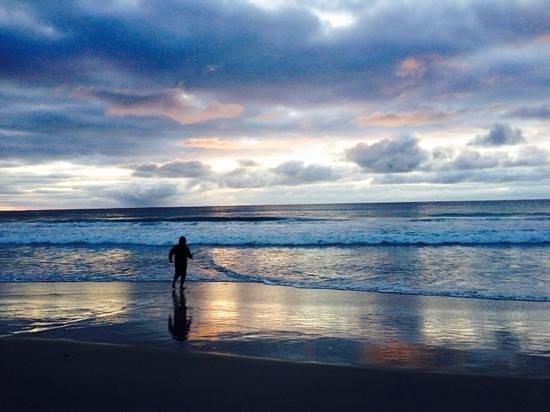 Sandpiper Ocean Cottages: morning fishing