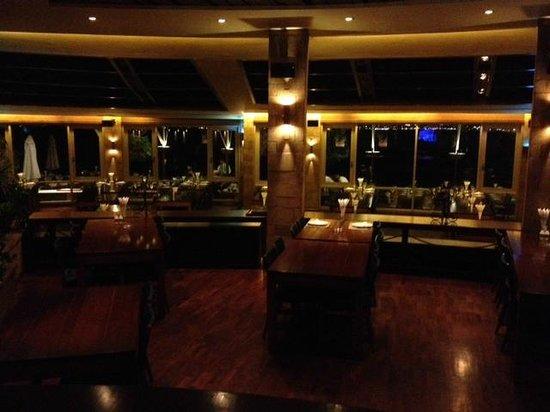 Al Mandaloun Sur Mer: Restaurante