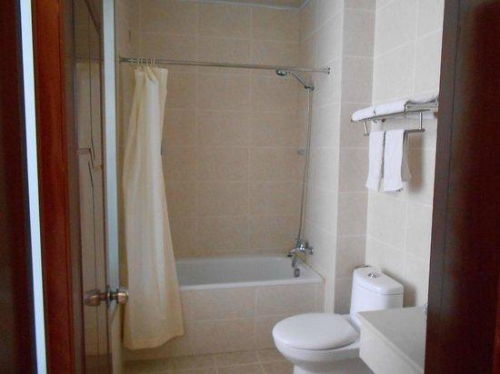 Super 8 Hotel Dunhuang Feng Qing Cheng: バスルーム