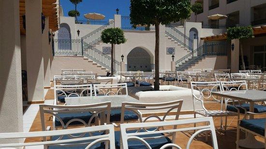 Hotel Mac Puerto Marina Benalmadena : Outside bar area