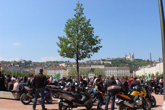 Place Bellecour : Bellecour com arborização discreta