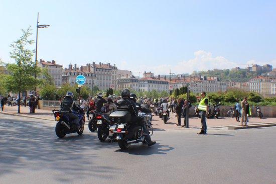 Place Bellecour : Bellecour recebendo motociclistas