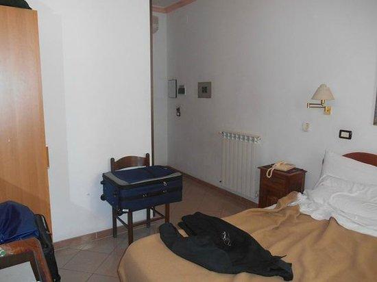 هوتل جوليانا: Giuliana_Roma - Part of our room