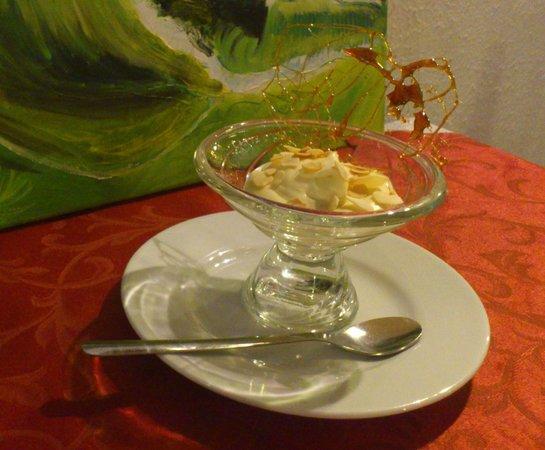 Mousse de mascarpone au marsala maison picture of la for Lampe pomme de pin